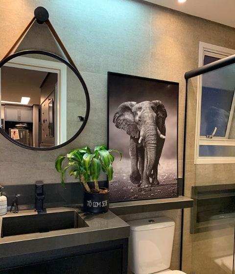 banheiro moderno com bancada de granito cinza absoluto