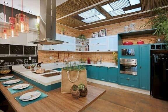 Azul tiffany em cozinha com decoração rústica16
