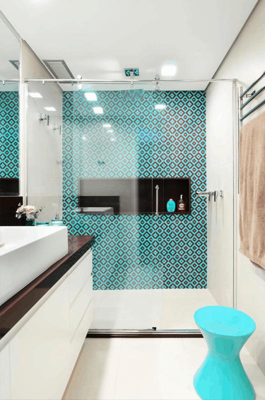 Banheiro com parede azul tiffany26