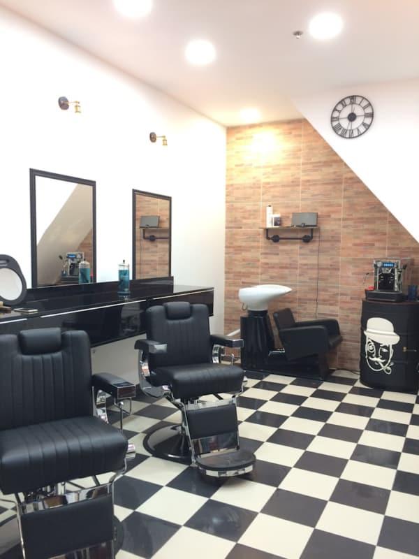 Barbearia com piso xadrez tem sido muito utilizado
