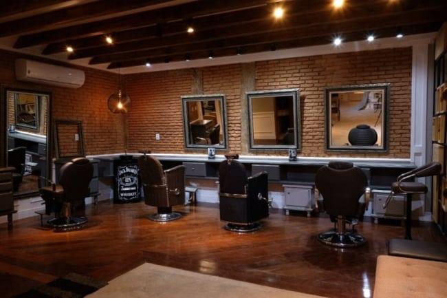 Barbearia moderna tem visual diferenciado e muito elegante