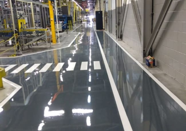 Chao da fábrica com piso industrial epóxi