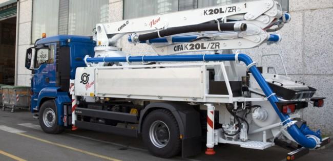Concreto bombeado com auxilio de um caminhão