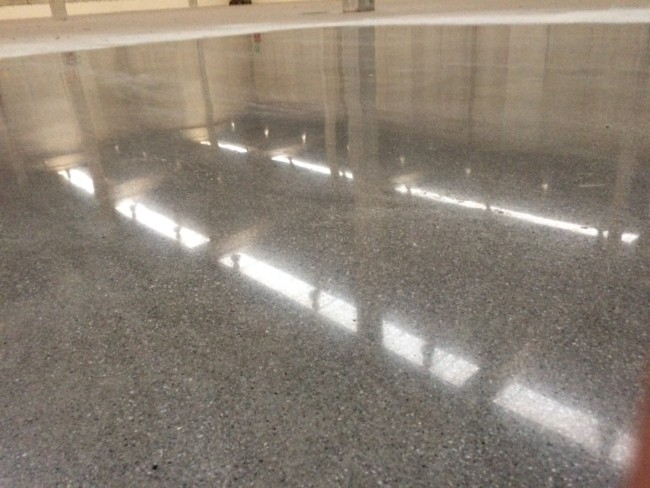 Concreto polido para piso industrial