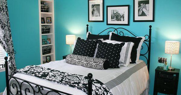 Decoração com as cores azul tiffany branco e preto em quarto44