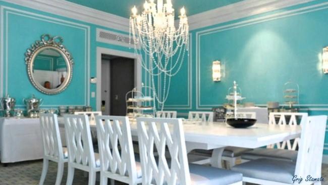Decoração com parede azul tiffany e móveis brancos em sala de jantar45