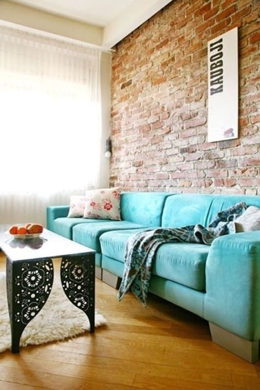 Decoração com sofá azul tiffany em sala rústica66