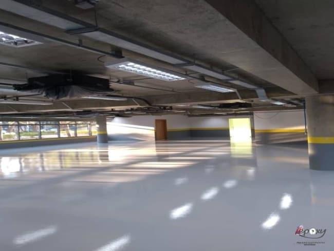Garagem com piso industrial epóxi