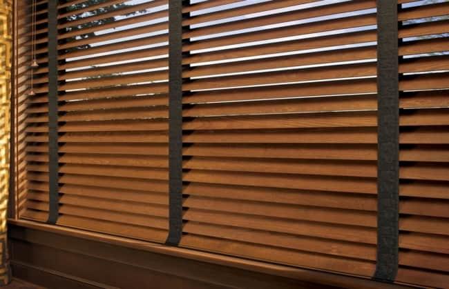 Modelo de persiana com lâminas na horizontal