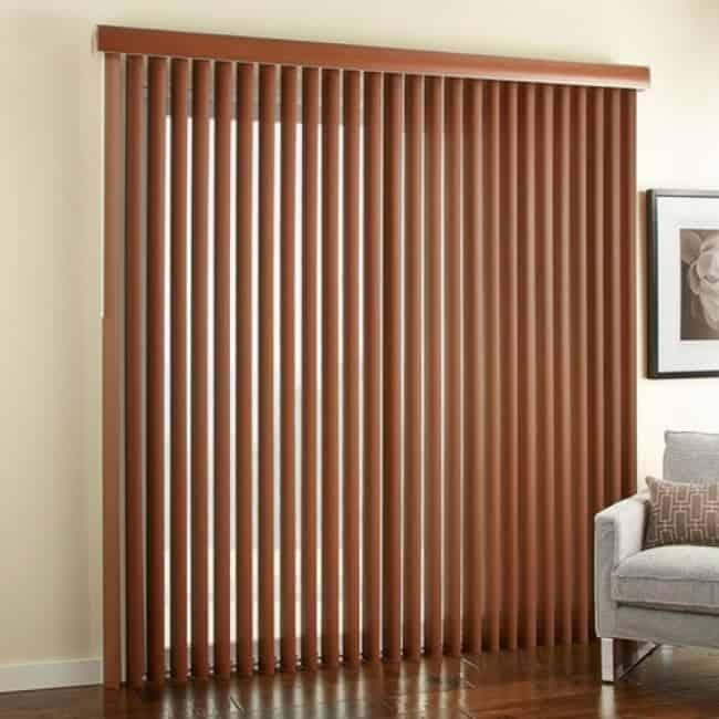 Modelo de persiana de madeira na vertical