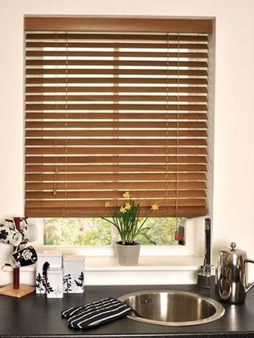 Modelo de persiana de madeira para cozinha 1