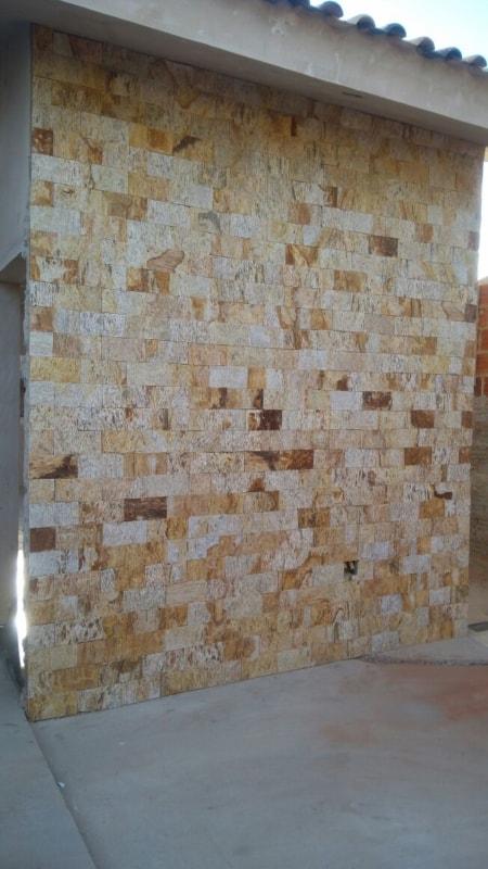 Pedra madeira amarela em residencias