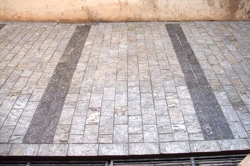 Pedra madeira branca em calçada