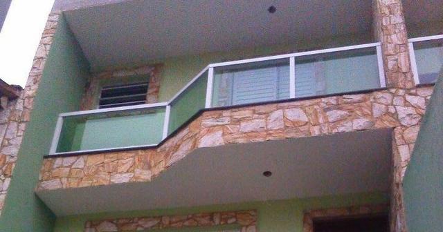Pedra madeira vermelha na fachada