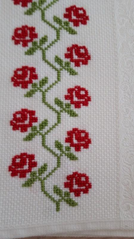 Ponto cruz de flores vermelhas34