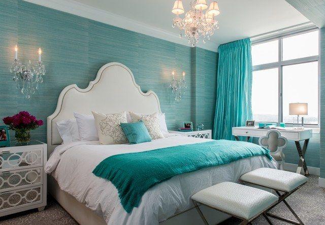 Quarto decorado com parede azul tiffany e lustres24