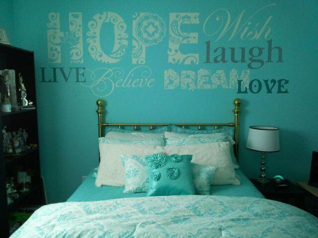 Quarto decorado com parede azul tiffany22