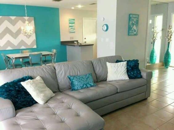 Sala decorada com azul tiffany e quadro chevrom8