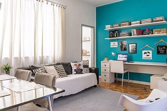 Sala decorada com parede azul tiffany1