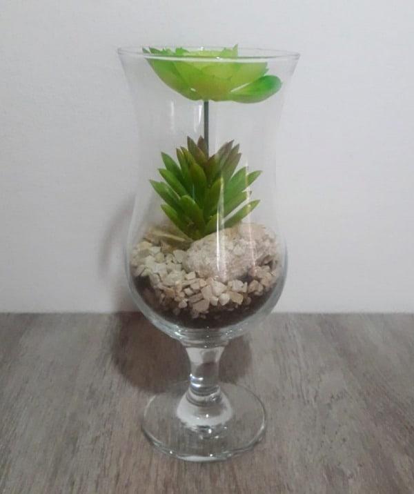 Terrário de suculentas em vidro pequeno