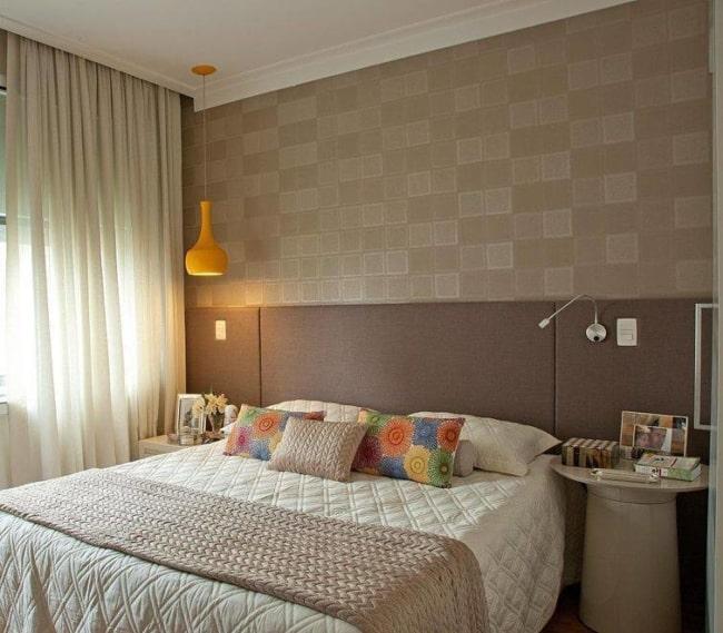 cortina marrom em quarto de casal lindo