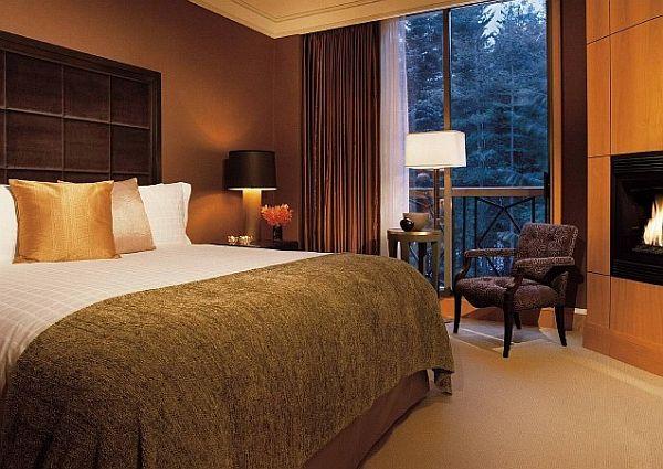 cortina marrom em quarto de casal
