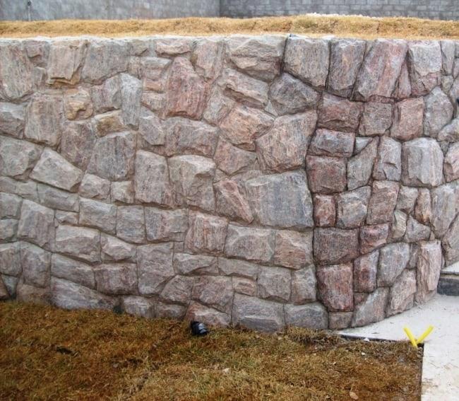 muro com Pedra madeira rosa