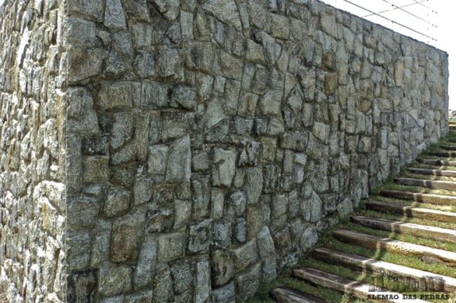muro com Pedra madeira verde