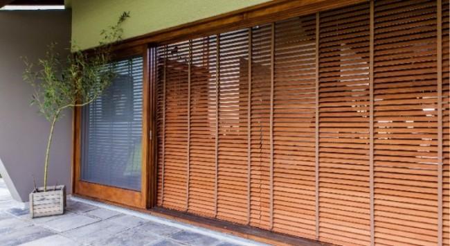 persiana grande de madeira