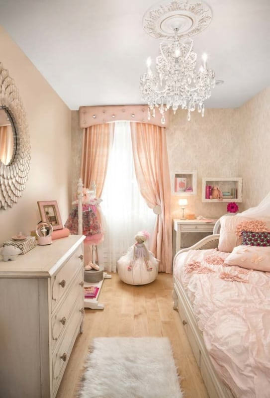 quarto infantil decorado com cortina rosa