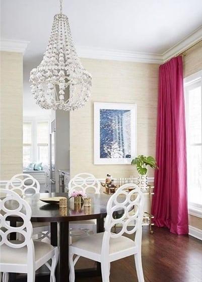 sala de jantar com cortina pink