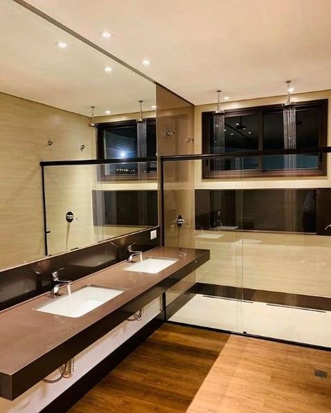 bancada dupla de banheiro em granito marrom absoluto