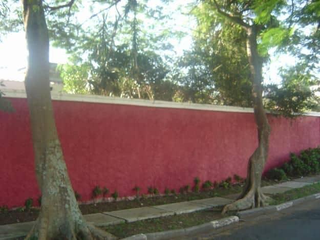 muro chapisco pintado de vermelho