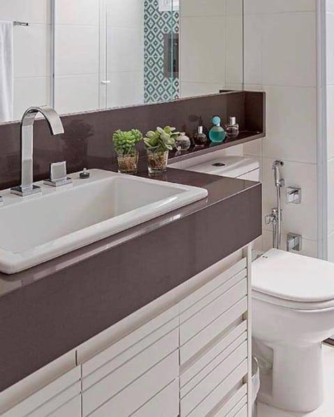bancada de banheiro em granito marrom