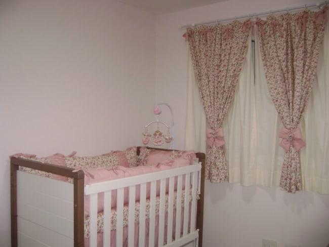 cortina rosa para quarto de bebê