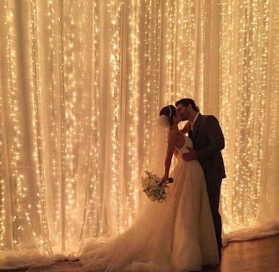 cortina de luzinhas com tecido para decoração de casamento