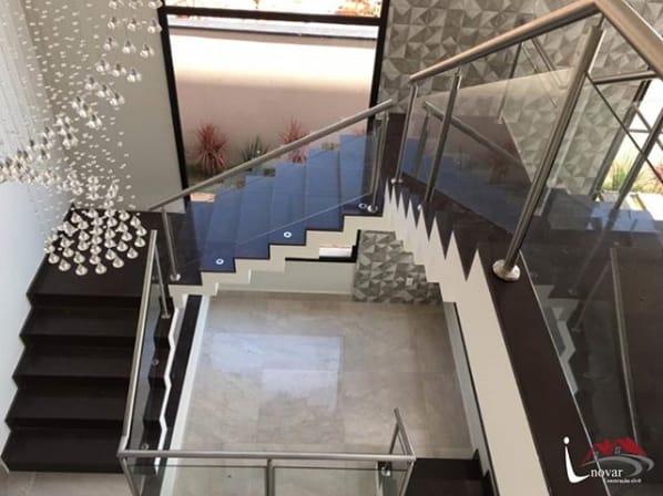 escada cascata com granito marrom absoluto