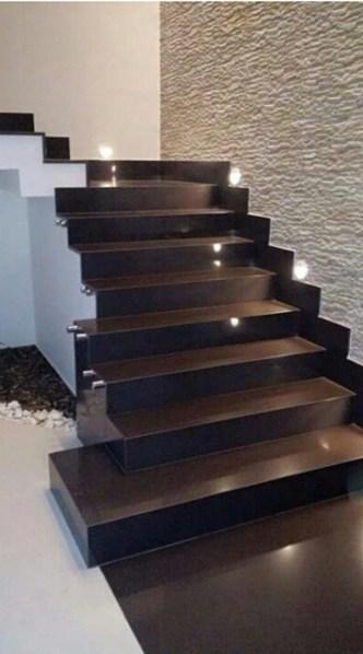 escada de granito marrom