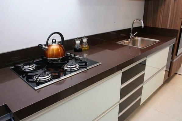 bancada para cooktop com granito marrom absoluto
