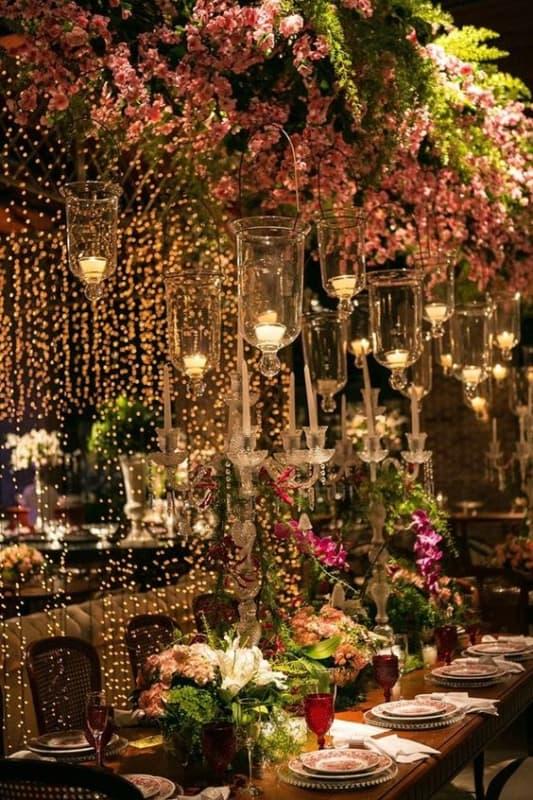 decoração de festa de luxo com cordão de pisca pisca amarelo
