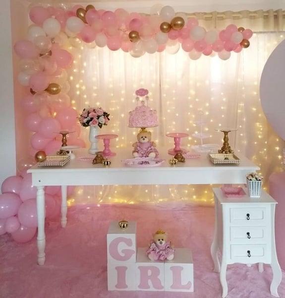 chá de bebê rosa com luzinhas de led