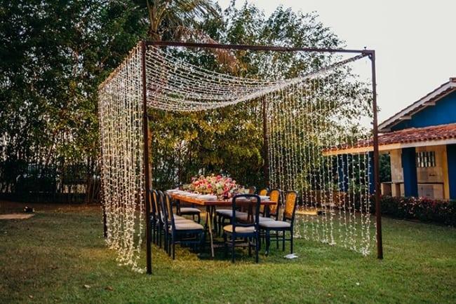 decoração de área externa para festa com cortina de led