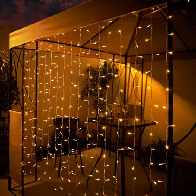 gazebo externo com cortina de luzinhas