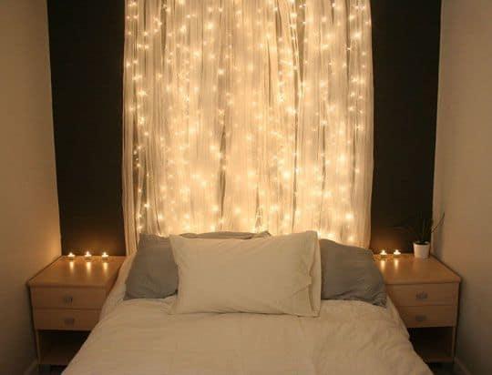 cabeceira de cama com cortina de led e tecido