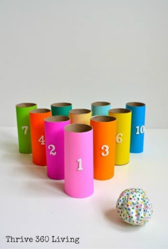 Canos coloridos para jogar a bolinha