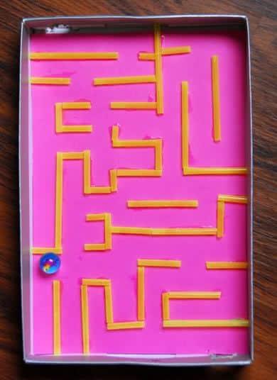 Labirinto em caixa de sapato