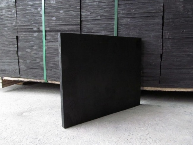 Madeirite plastificado é muito usado em canteiros de obra