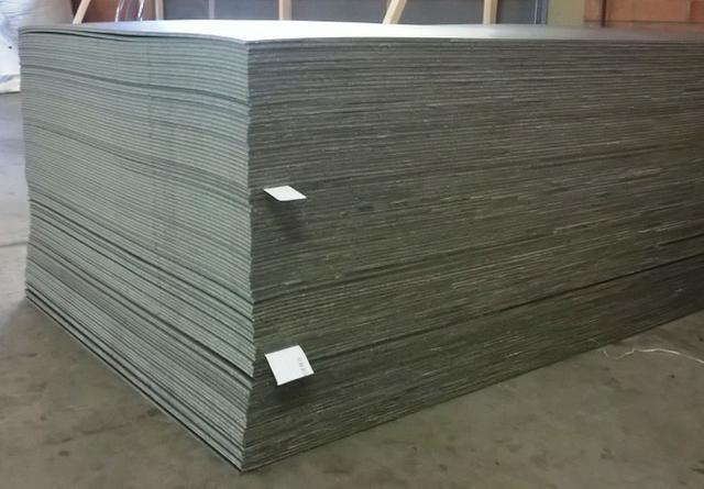Placa de tapume ecológico para instalação no canteiro de obra