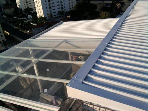 Telhado com telha de metal alumínio