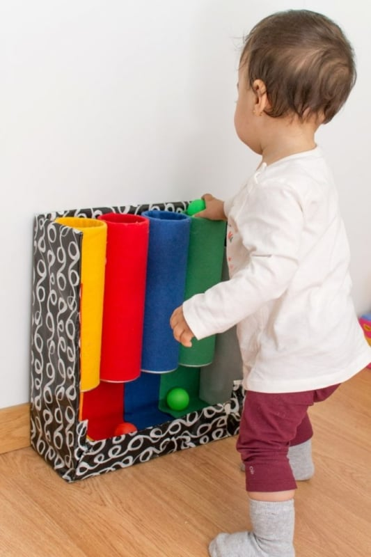 Tubo das cores para criança
